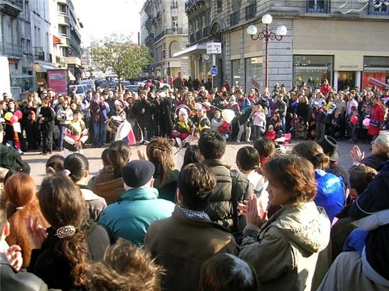 2005년 제 4회 그르노블 한국설날 페스티벌 '거리공연' 그르노블 시가